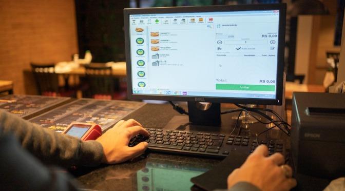 Sistema que integra serviço interno, delivery e iFood atrai restaurantes