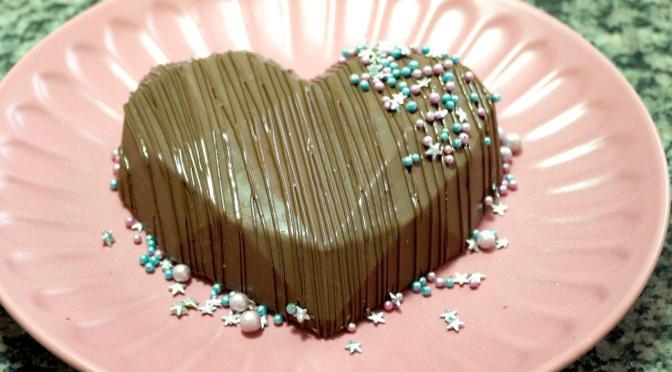Aprenda a fazer coração de chocolate recheado com a 4ª Doce Confeiteira